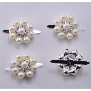 Small silver perl brooch embellishment