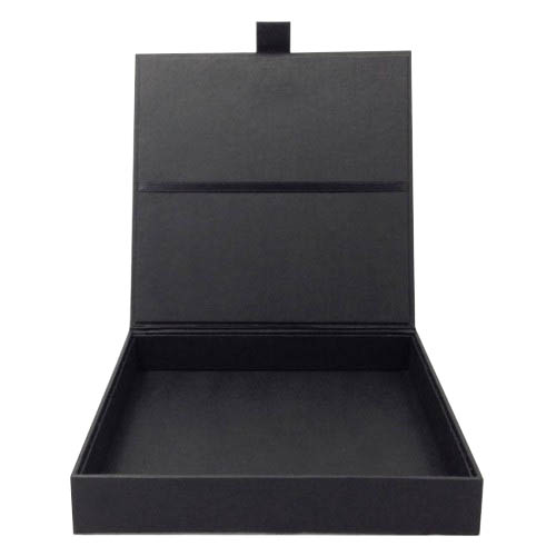 Wedding invitation presentation boxes