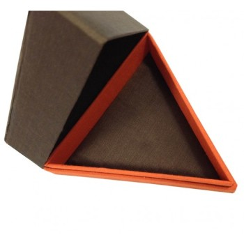Triangle silk jewelry box