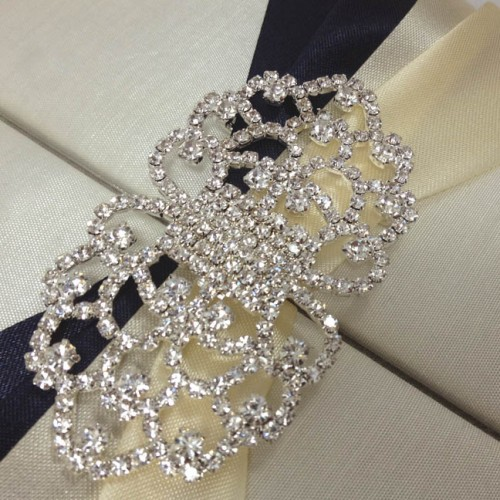 Rhinestone crystal clasp detail view