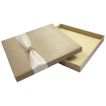 Luxurious wedding invitation boxes