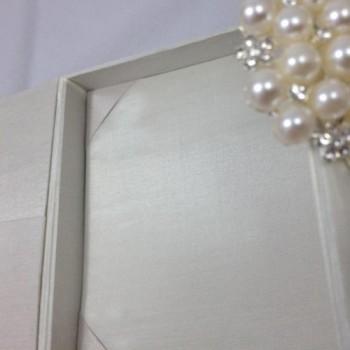 Pearl brooch box