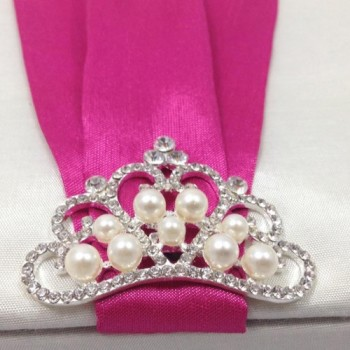 Silver plated pearl crown brooch featuring rhinestones