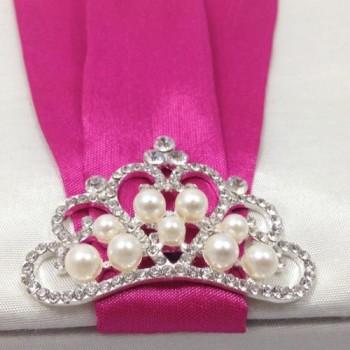Silver plated pearl crown brooch featuring rhinestones