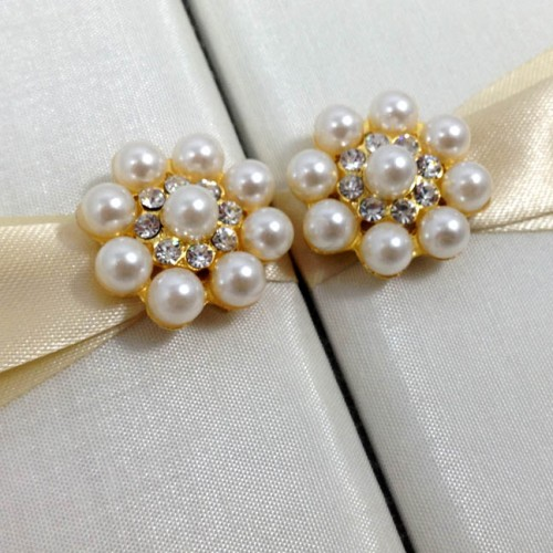 Pearl brooch embellishment on the outside of a silk folder