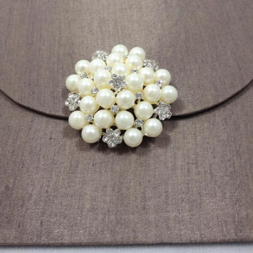 Large pearl brooch for wedding embellishment
