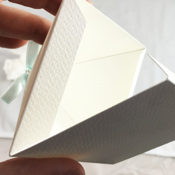 Pyramid Opening On Bottom - Ultimative Favour Box