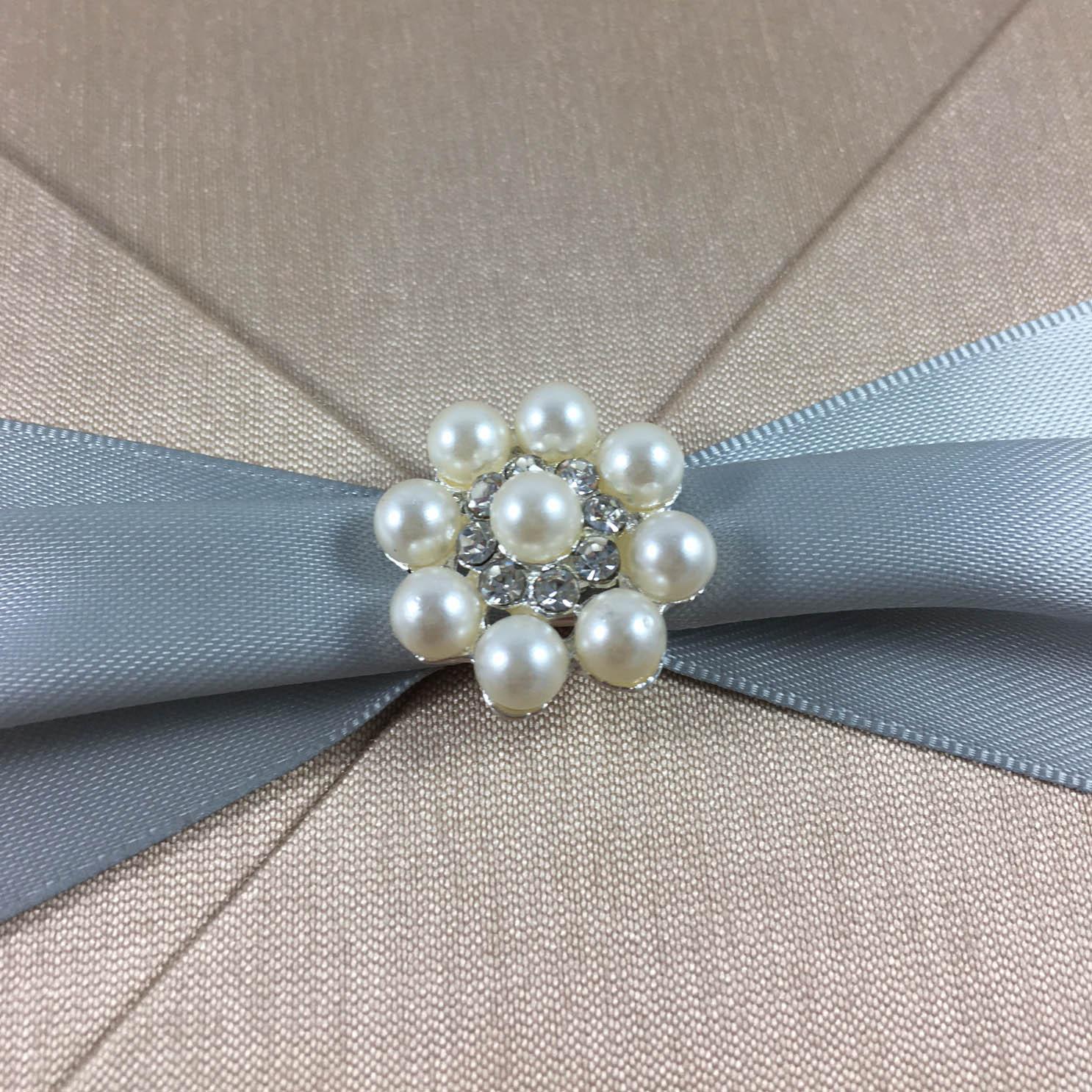 Pearl buton