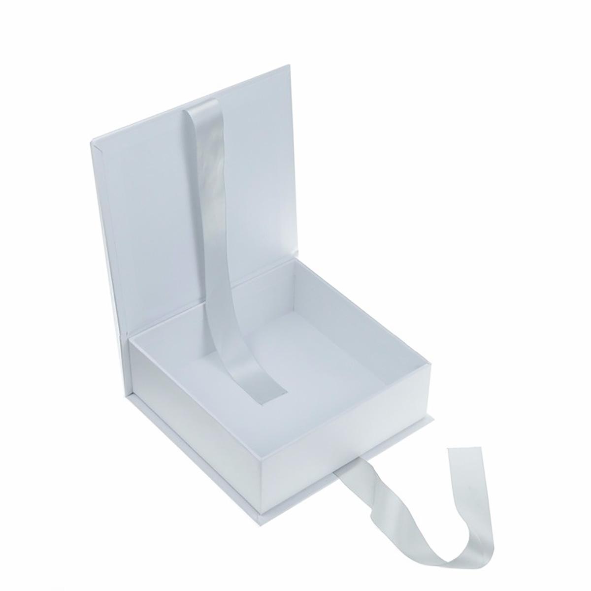 white paper wedding box