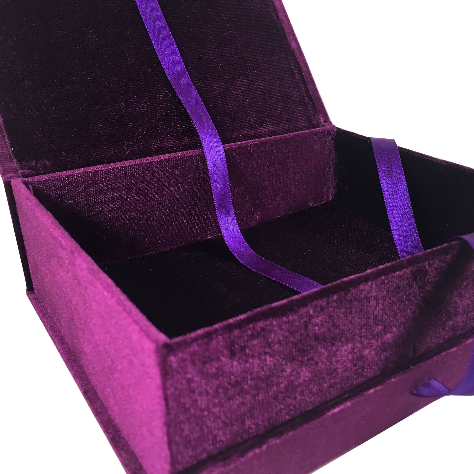 hinged lid velvet box