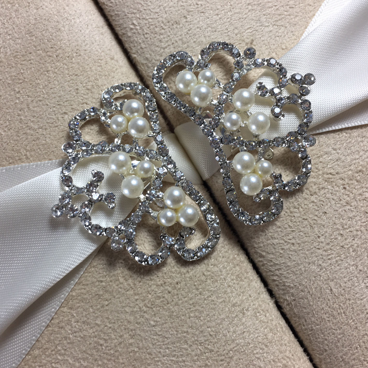 crown pearl pair brooch