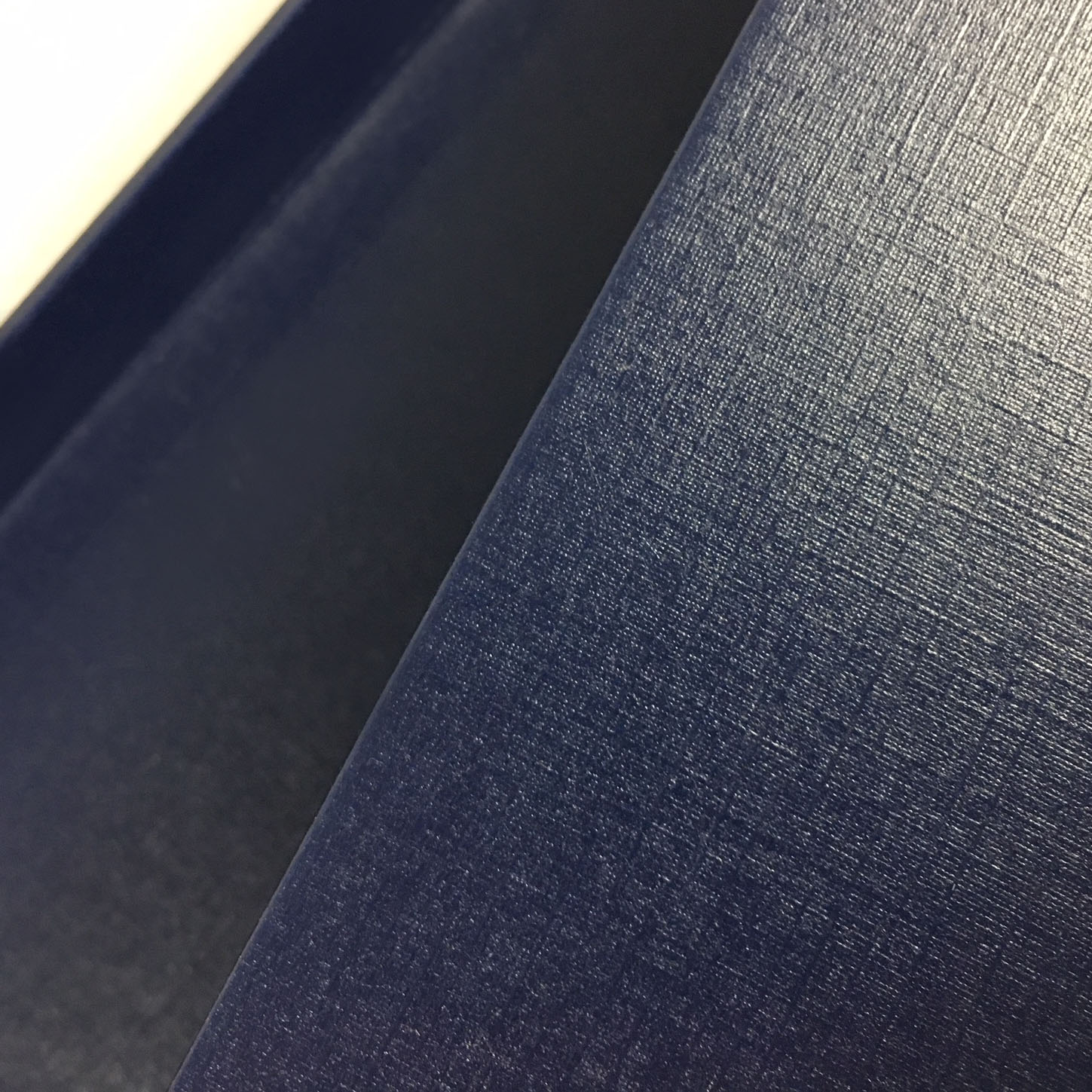 detail picture of navy blue paper box