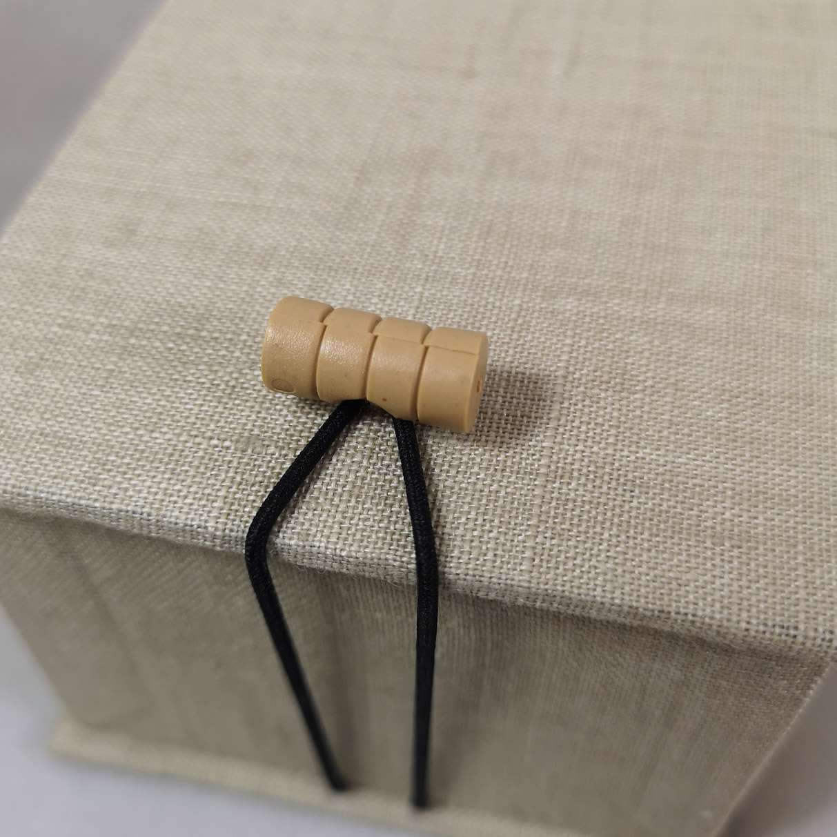 Linen box with elastic band closure