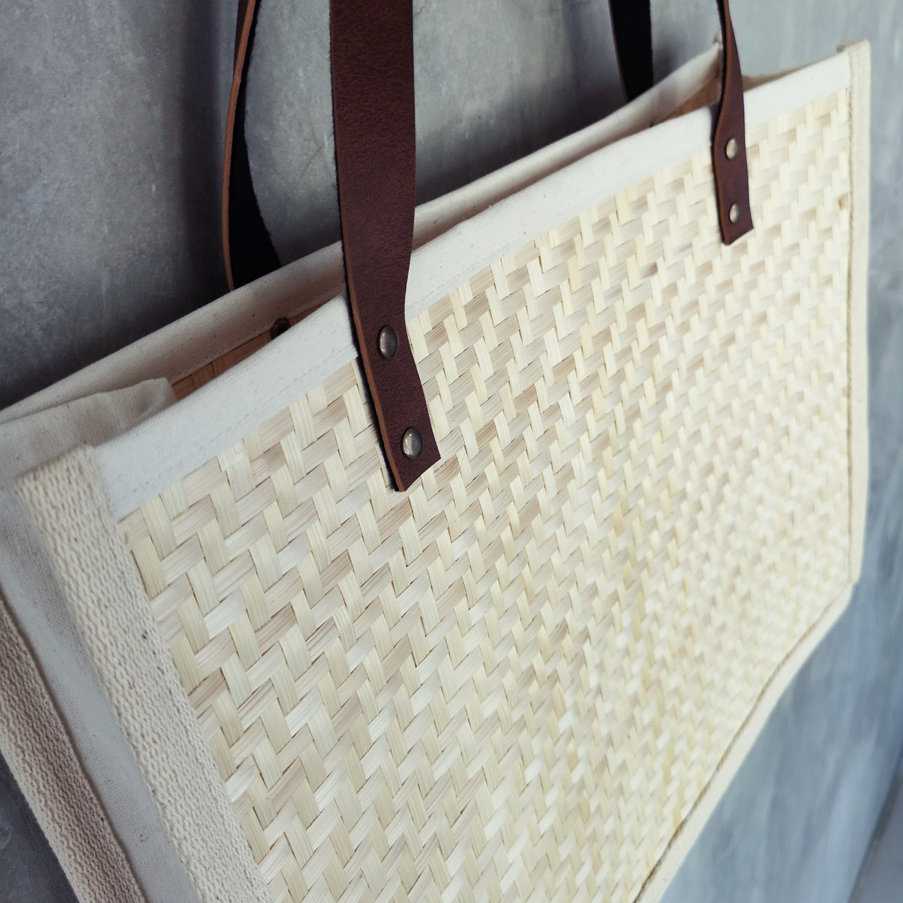 Bamboo bag with leather handle