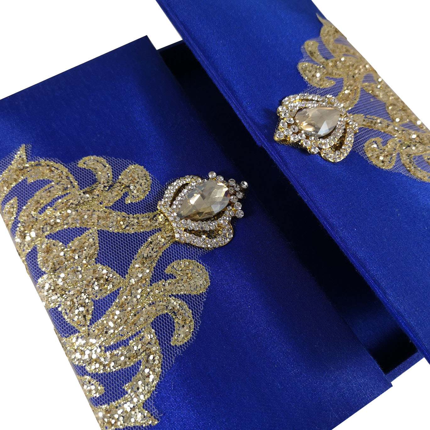 Crown brooch invitation with gold glitter and silk