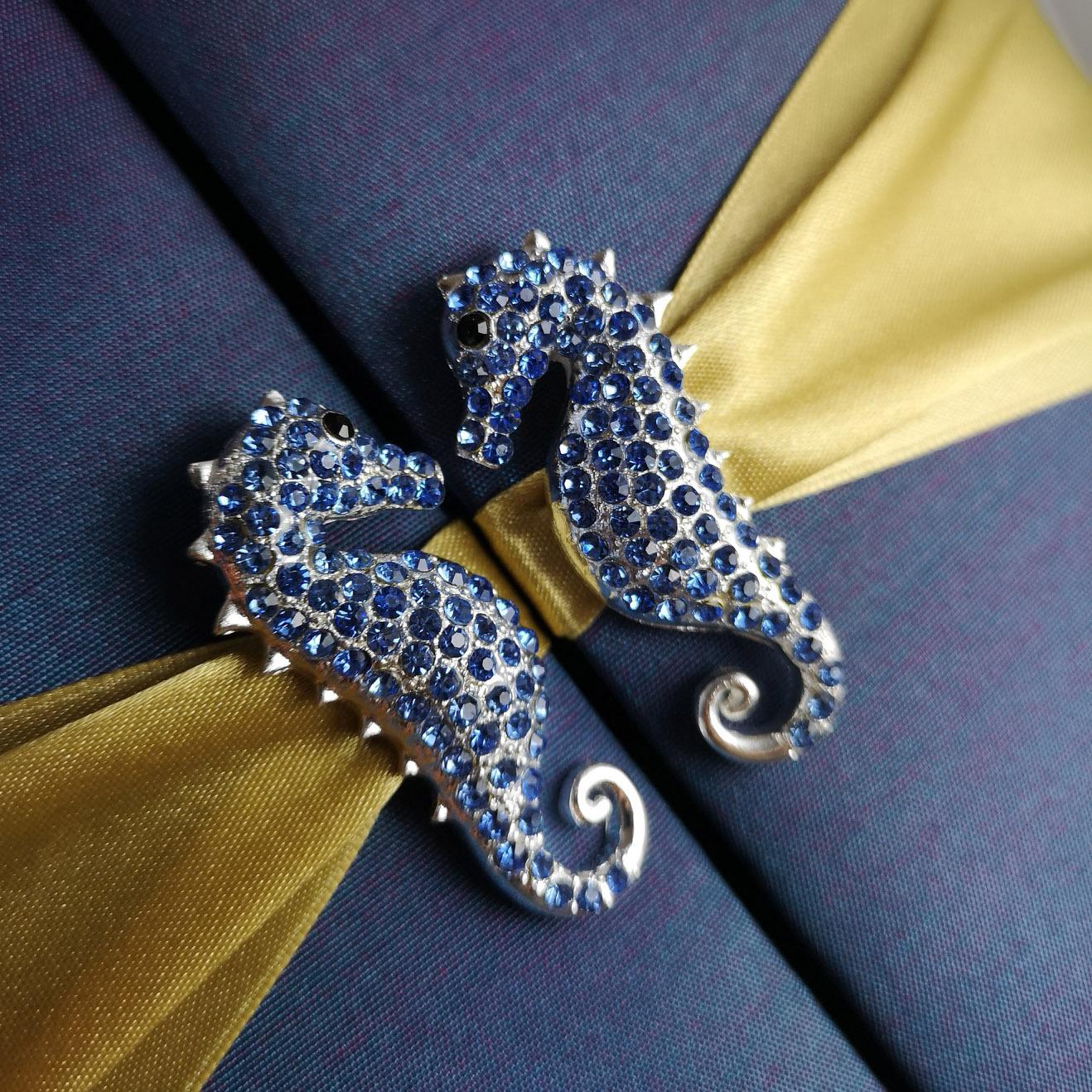 seahorse pair brooch