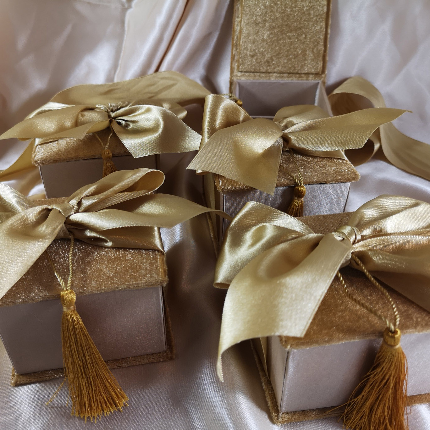 personalized velvet & silk favor boxes